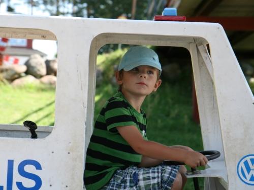 Carl är väldigt nöjd polisbilschafför!
