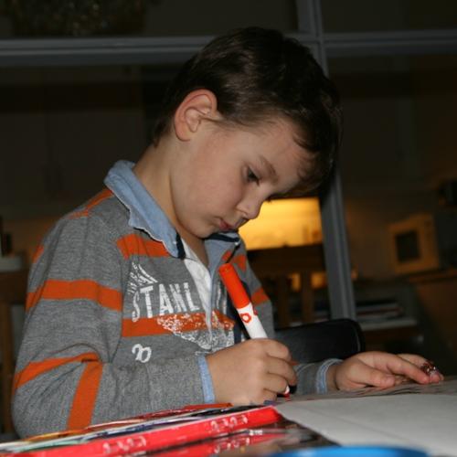 Carl gillar att rita!
